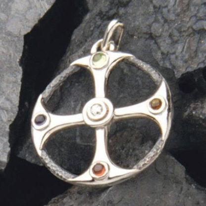 pendentif croix celtique serti