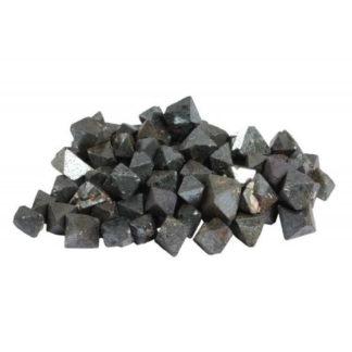 pierre brute cristaux de magnétite
